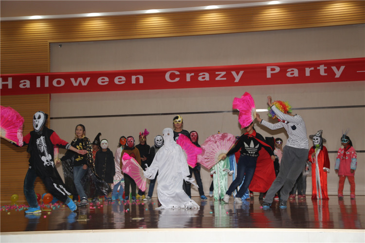 crazyparty_国际项目部举办万圣节\